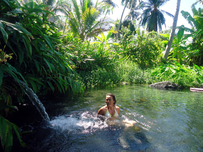 Fresh water pool in Hanamene Bay