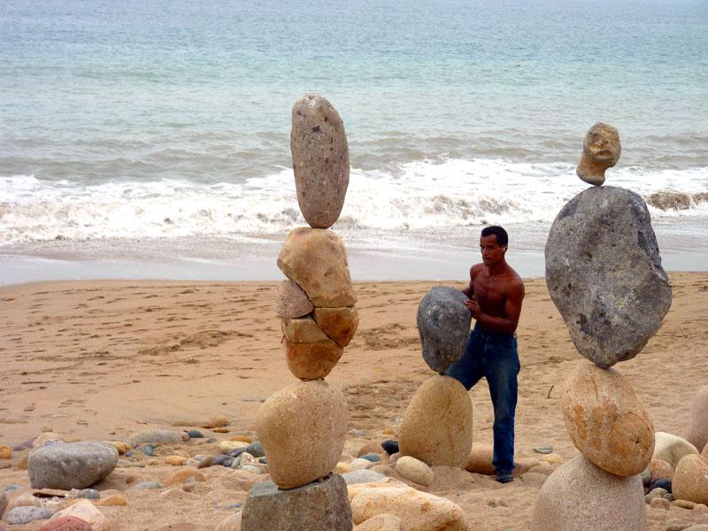 Balance-artist-in-Puerto-Vallarta