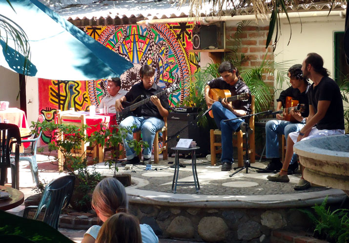 La-Cruz-de-Huanacaxtle-has-lots-of-live-music