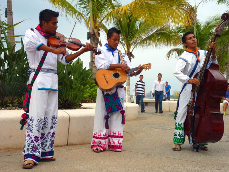 Street-music-in-Puerto-Vallarta