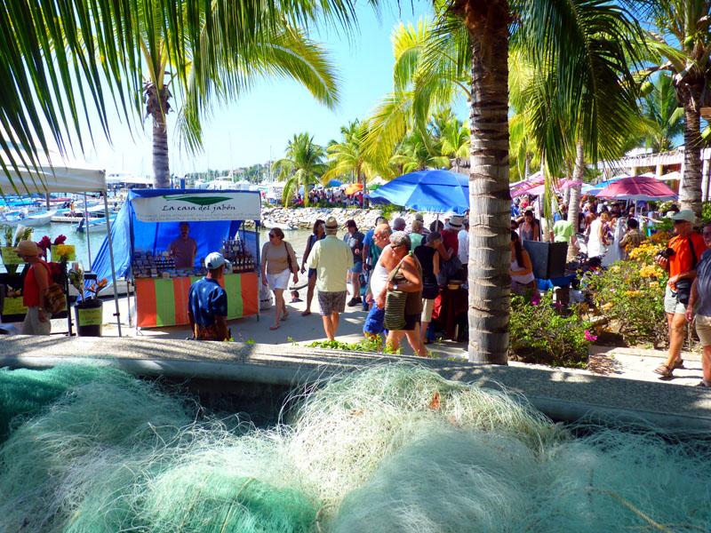 The-colorful-sunday-market-in-La-Cruz