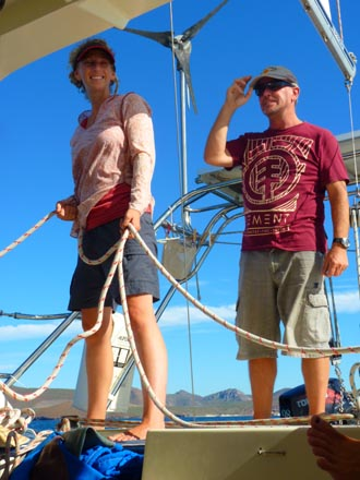 rick-and-suzi-sailing-aboard-wendy-ellen